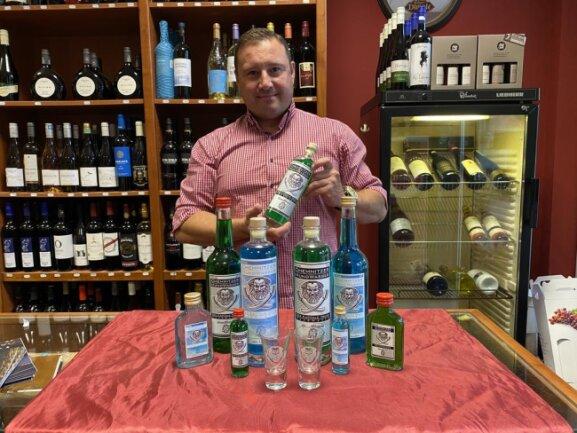 <p>Georg Bliedung verkauft in seinem Laden auf der Straße der Nationen das Chemnitzer Mundwasser.</p>