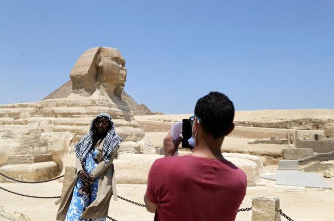 <p>Nicht ganz so detailliert, dafür aber sehr alt, die große Sphinx von Gizeh.</p>