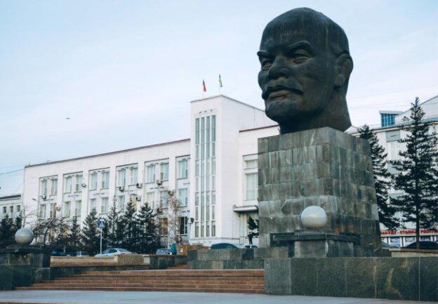 <p>Mit über sieben Metern ist die Lenin-Kopfbüste im russischen Ulan-Ude etwas größer als Karl Marx in Chemnitz und somit die größte freistehende Büste weltweit.</p>