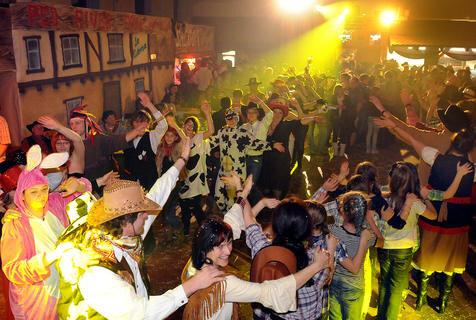 <p> Westernfasching mit dem Hainichener Karnevalsklub (Landkreis Mittelsachsen).</p>