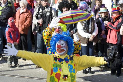 """<p> <span class=""""Text"""">Beim 17. Faschingsumzug in Plauen am Sonntag zog die närrische Kolonne ausgelassen durch die Stadt.</span></p>"""
