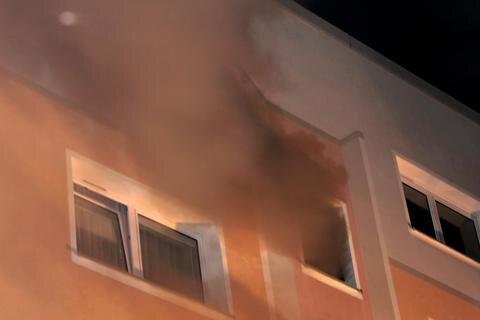 <p> Bei einem Wohnungsbrand im Schwarzenberger Ortsteil Heide ist am Freitagabend eine Person schwer verletzt worden.</p>