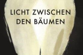 """Una Mannion: """"Licht zwischen den Bäumen"""". Steidl Verlag. 344 Seiten. 24 Euro."""