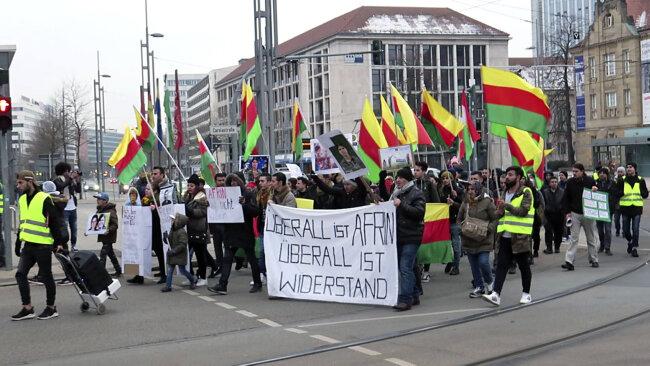 Die Demonstranten richteten einen Friedens-Appell an die Welt.