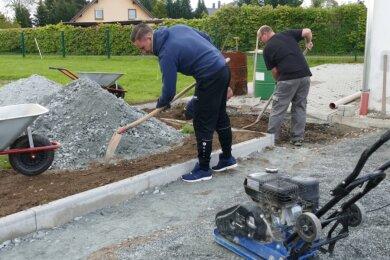 Ihren Fokus richten die Wolkensteiner Vereinsmitglieder derzeit auf die Arbeiten im Außenbereich. Schließlich soll das Vereinsheim der SG 47 schon auf den ersten Blick einiges hermachen.
