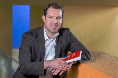 Eric Linhart hat Politikwissenschaft und Mathematik in Mannheim studiert. Seit 2015 ist er Professor für Politische Systeme an der TU Chemnitz.