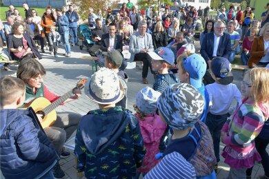 """De neue Kita """"Sonnenkäfer"""" in Niederbobritzsch ist am Freitagnachmittag mit einem Familienfest offiziell eröffnet worden."""