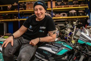 Lucy Glöckner freut sich nach Verletzung und Infektion auf die Internationale Deutsche Meisterschaft mit einer BMW 1000 RR.