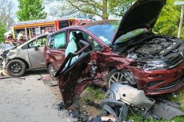 Bei dem Unfall sind drei Menschen verletzt worden.