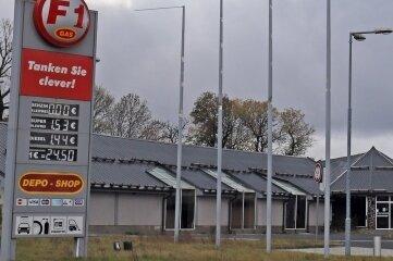 Die Free Gas1-Tankstelle in Mníšek ist die erste in dem kleinen Ort. Hier kostet der Liter Super am Vergleichstag 1,52 Euro.