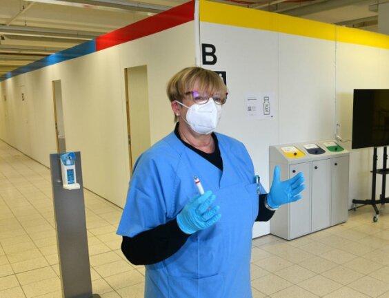 Ärztin Ingrid Dänschel hat noch am Montag mit Astrazeneca im Impfzentrum geimpft.