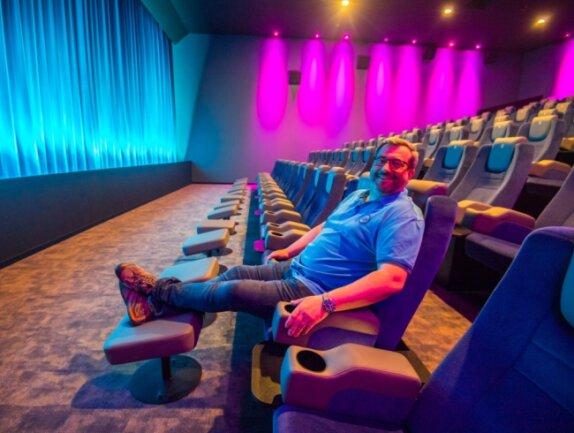 Hendrik Pelzer betreibt das Nickel-Odeon in Aue. Er freut sich auf den Neustart, dann in einem komplett umgebauten Kinosaal.