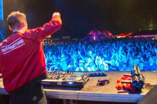 DJ Noisetime heizte den Erzgebirgern ein. Der 23-Jährige kommt aus Halle und war einer der Acts am Freitagabend.
