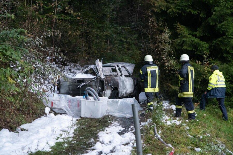 Fahrzeug fängt auf Waldweg in Marienberg an zu brennen