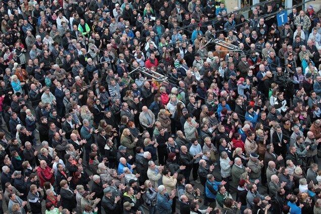 """4000 Vogtländer sind am Sonntag laut Polizeiangaben dem Aufruf der Plauener Protestvereinigung """"Wir sind Deutschland"""" (WsD) zur Demonstration gefolgt."""