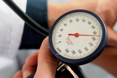 Blutdruckmessen gehört zu den Aufgaben eines Hausarztes. Von diesen Medizinern gibt es in der Stadt jedoch zuwenige.
