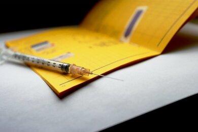 Klein, gelb, wichtig: der Impfpass.