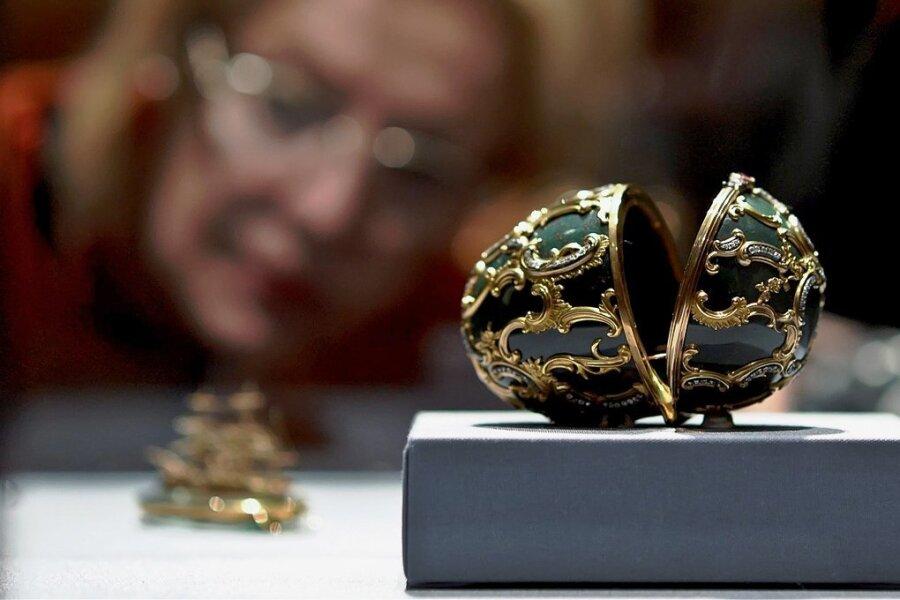 """Fabergé-Eier werden immer wieder gern in spektakulären Ausstellungen präsentiert wie """"The World of Fabergé"""" im Kunsthistorischen Museum in Wien im Jahre 2014. In Baden-Baden existiert seit 2009 ein Fabergé-Museum."""
