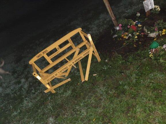Unbekannte haben in der Nacht zum Sonntag eine Gedenkbank für Enver Simsek zerstört.