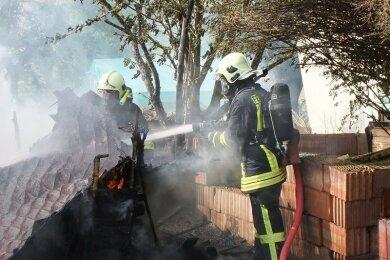Die Feuerwehr ist am Freitagvormittag zu einem Brand in Cainsdorf ausgerückt.