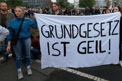 """Auf dem Weg zur Freiheit? Demonstranten beim """"Wir sind mehr""""-Konzert im September 2018 in Chemnitz."""