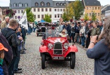 Freunde historischer Fahrzeuge hatten im Vorjahr den Start auf dem Markt verfolgt. Diesmal müssen sie zur Bleiche.