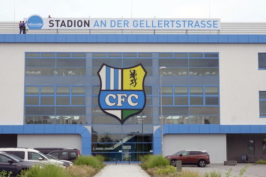Alter Name auf neuem Schild an CFC-Spielstätte angebracht