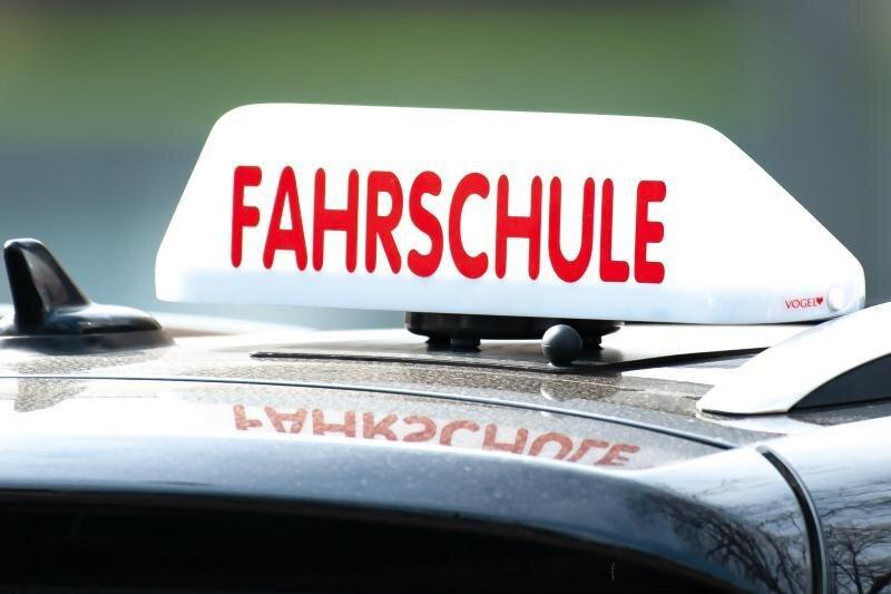 Sachsens Fahrschulen wieder offen - doch Vorgaben geben Rätsel auf