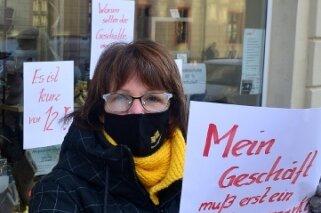 Ladeninhaberin Ilona Krebs nahm in Mittweida am Händlerprotest teil.
