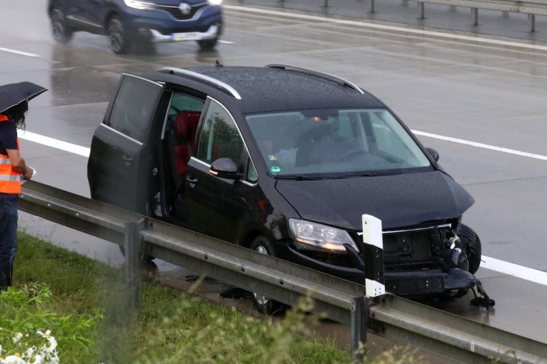 Eines der auf der A4 verunglückten Fahrzeuge.