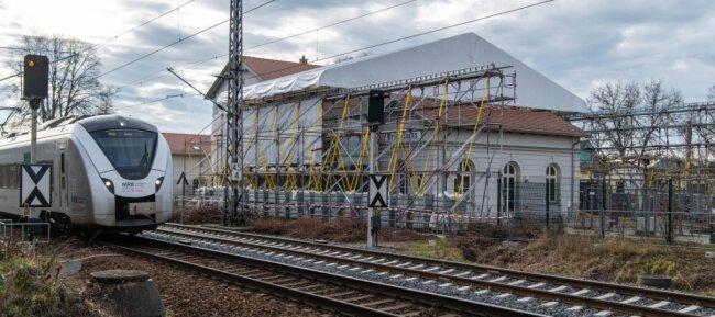 Die Reparatur des defekten Dachs am Erlauer Generationenbahnhof könnte beginnen, doch bislang hat das Landgericht noch keinen Gutachter geschickt, der den Schaden analysiert. Für 2021 sind 300.000 Euro eingeplant.