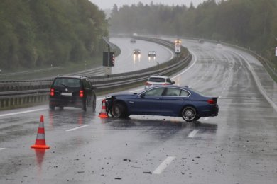 Die Insassen des BMW Alpina blieben unverletzt.