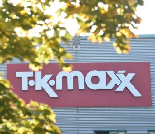 An der Sachsen-Allee wirbt der Schriftzug von TK-Maxx für den Laden im Inneren des Einkaufszentrums. Eine zweite Filiale der Kette soll demnächst auch im Chemnitz-Center entstehen.