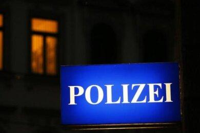 Eine Verfolgungsjagd mit der Polizei hat sich am Samstagnachmittag ein Mercedes-Fahrer (51) von Wittgensdorf über Taura und Markersdorf in Richtung Chemnitz geliefert.