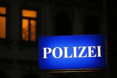 Doppelt erwischt, doppelt angezeigt: Zweimal am selben Abend haben Polizisten in Rochlitz eine betrunkene Autofahrerin gestoppt.