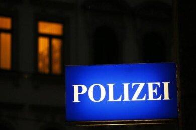 Mit einem falschen Gewinnversprechen haben Telefonbetrüger von einer Seniorin in Ehrenfriedersdorf mehrere tausend Euro erbeutet.