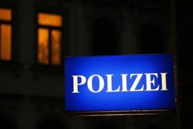 Zwischen Samstagabend und Sonntagmorgen haben unbekannte Täter insgesamt vier Autos im Auerbacher Stadtgebiet angegriffen.