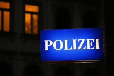 Nach dem Diebstahl eines Motorrollers am frühen Freitagmorgen in Zwickau haben Polizeibeamtein der Nähe des Tatortes einen 17- und einen 19-Jährigen gestellt.