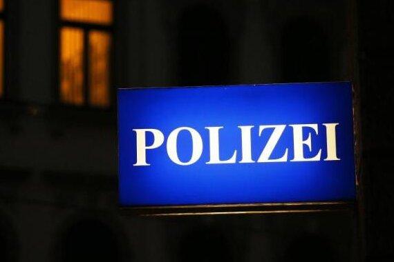 Ein 19-jähriger Pakistaner soll in der Nacht zum Montag in Zwickau von einem25 Jahre alten Ägypter mit einem Messer bedroht worden sein.