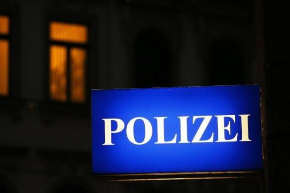 Thum: Polizei weiß, wer der Mann mit dem schwarzen Umhang ist