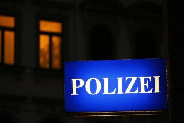 Unbekannte verwüsten Feld - Polizei vermutet Crossmaschine