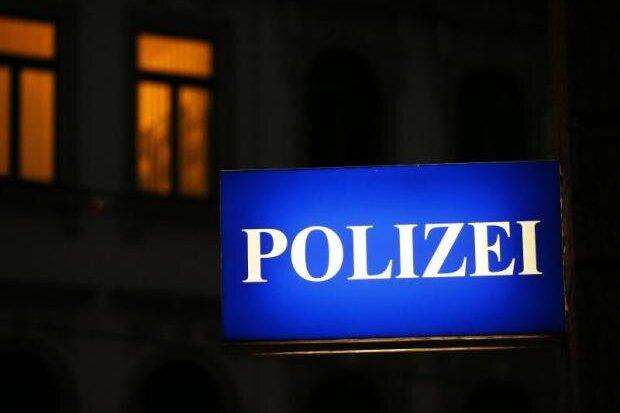 Polizei beendet Geburtstagsfeier mit 45 Platzverweisen