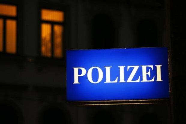Unbekannter bedroht Mitarbeiterin in Chemnitzer Geschäft
