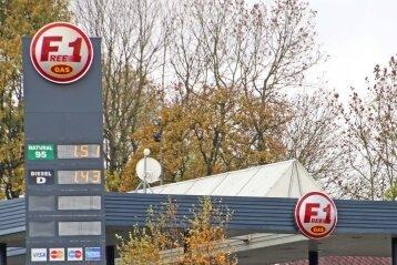 Die F1-Tankstelle in Mníšek bot den Liter Super für 1,51 Euro an.
