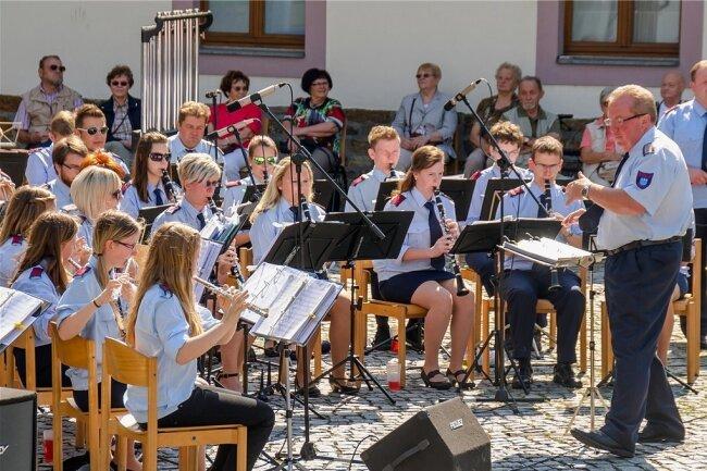 Die Musikanten des Musikkorps der Stadt Olbernhau hoffen, Ende September wieder so viele Gäste zu einem Konzert im Stadtpark begrüßen zu können, wie dies im 65. Jahr des Bestehens des Klangkörpers 2015 der Fall war.