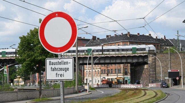 Straßensperrung auf der Annaberger Straße.