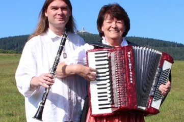 Christa Schwenke und Miroslav Hour bilden den Stamm der Erz-Kamm-Musikanten.