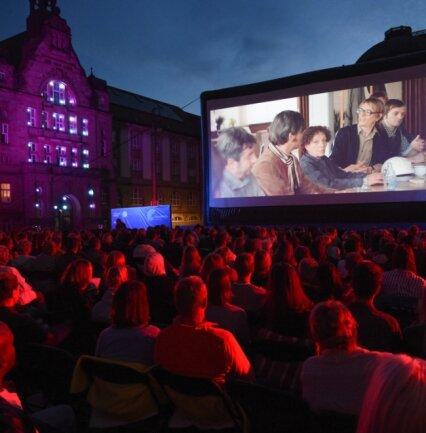 Die Filmnächte sollen auch in diesem Jahr wieder viele Besucher auf den Theaterplatz locken (das Bild stammt von 2019). Vom 1. Juli bis 29. August wartet ein vielfältiges Angebot auf Gäste.