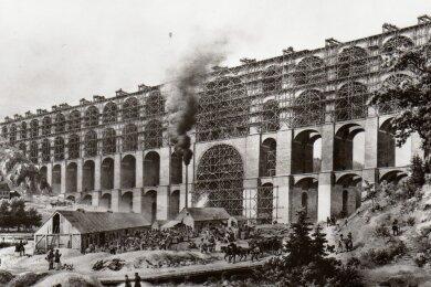 Historische Darstellung vom Bau der Göltzschtalbrücke.