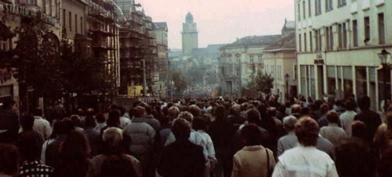 """<p class=""""artikelinhalt"""">Dieses Foto schoss """"Freie Presse""""-Leser Christian Seifert aus Plauen am 14. Oktober 1989 in der Vogtlandstadt. An diesem Tag fand in Plauen die zweite Großdemonstration statt. Alles blieb friedlich.</p>"""